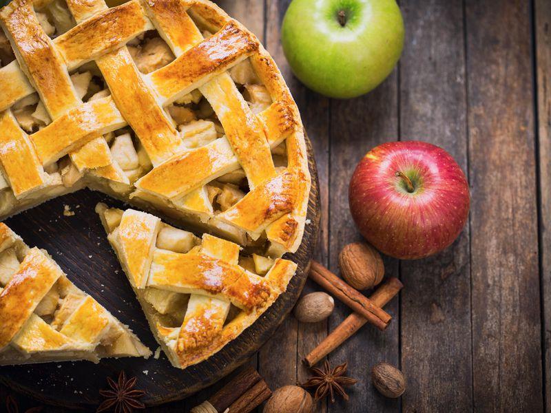 Шарлотка с яблоками в духовке — готовим быстро и очень вкусно! 10 пошаговых рецептов пышной шарлотки с фото